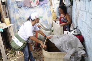 Secretaria de Saúde do Recife utiliza estratégias combinadas para controlar o mosquito transmissor da doença (Foto: Luciano Ferreira/PCR)