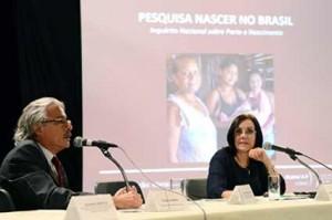 Maria do Carmo Leal e Paulo Gadelha , presidente da Fiocruz, na divulgação da pesquisa, em 2014. Foto: Portal Fiocruz