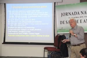 Buss criticou organismos internacionais e defendeu a discussão de sustentabilidade e desenvolvimento regional a partir dos determinantes sociais (Foto: Diego Camelo)