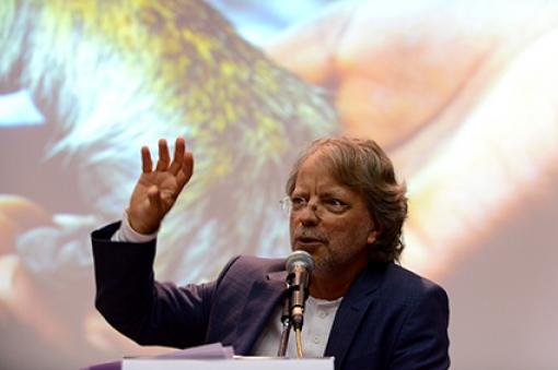 Mia Couto fala na Conferência de Abertura/Foto: Virgínia Damas